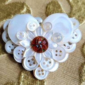 VTG heart shaped Mother of Pearl button brooch
